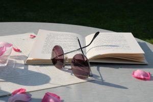 Zeit um ungestört zu lesen im Garten von CAMPANELL Das Ferienhaus im Blaufränkischland.